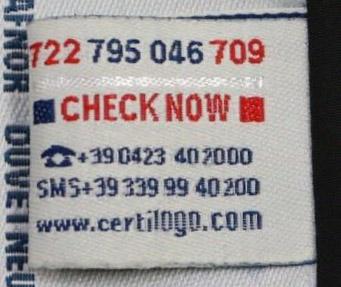 official photos 5fc72 5e1b6 Moncler Expert - Details of the Certilogo tag
