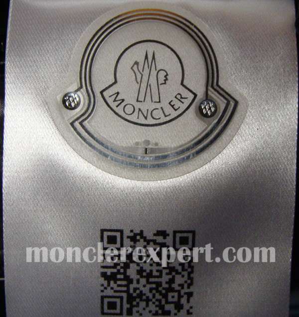 Moncler Expert - Details of the QR code tag